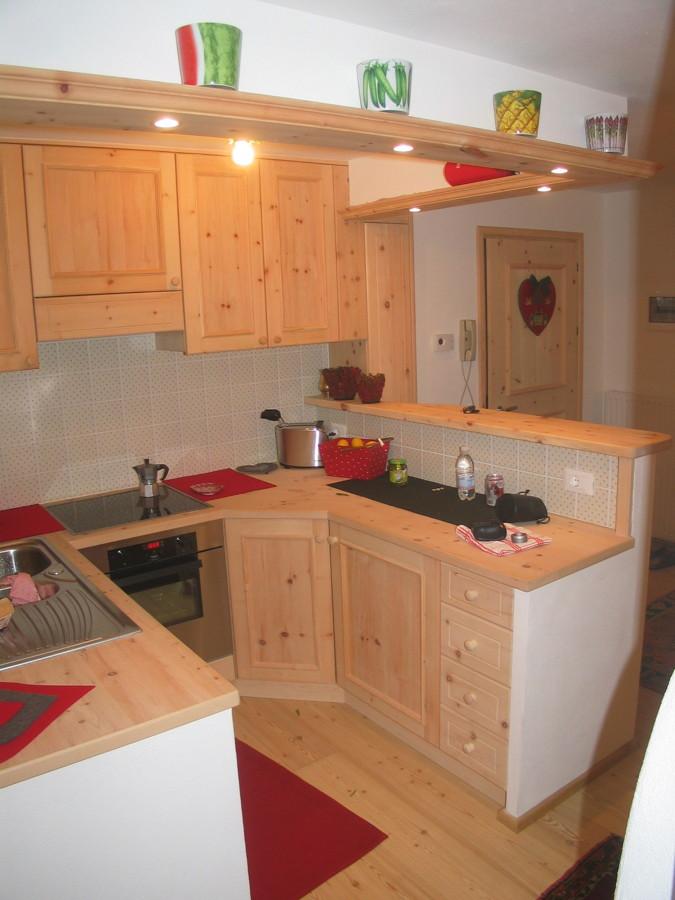 Foto: Cucina In Cirmolo a U di Falegnameria Pescoller Snc #307006 ...
