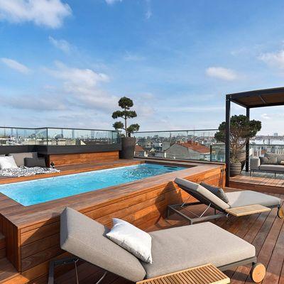 piscina e area living su terrazza