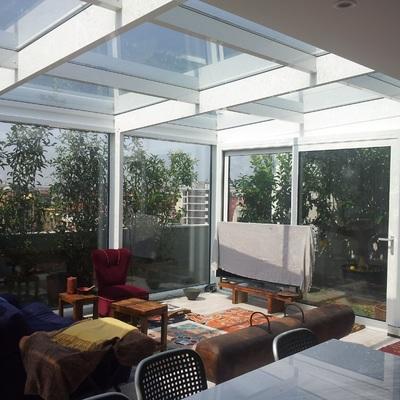 Veranda su terrazzo in Milano