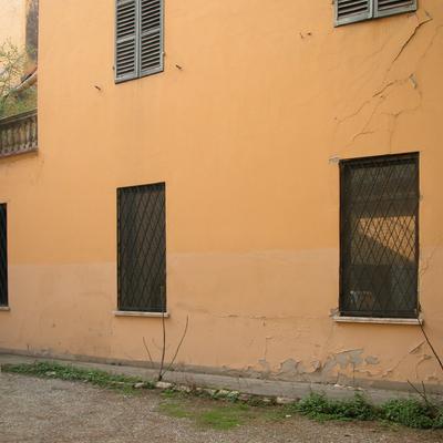 Facciata interna di un antico palazzo