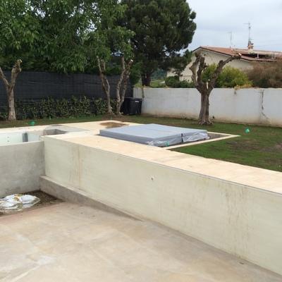 piscina riscaldata con tapparella