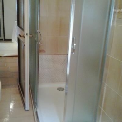 Realizzazione zona doccia (1)