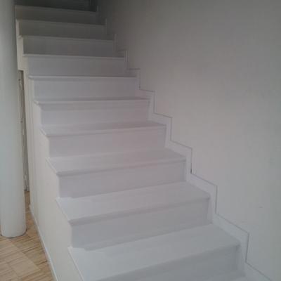 scala in legno laccata bianca
