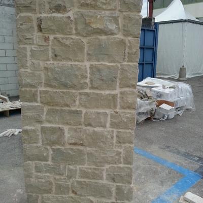 7. pilastro pietra naturale albanese
