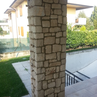 9. pilastro pietra naturale albanese