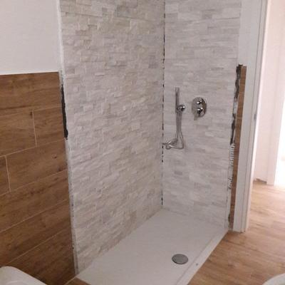 doccia in pietra naturale