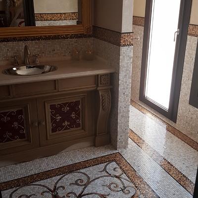 Pavimento e rivestimento in mosaico di marmo