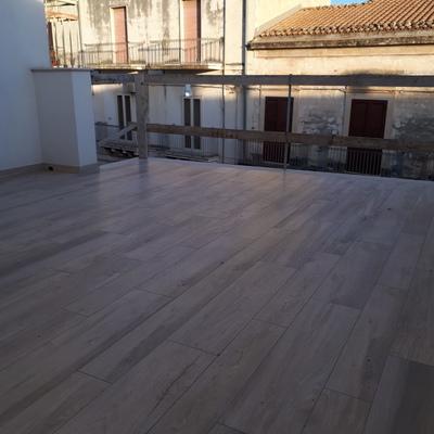 Pavimento in gres finto legno