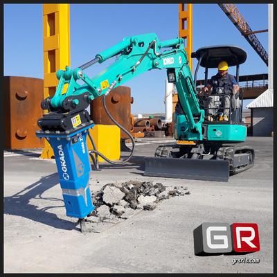 Demolizione asfalti con mini escavatore Kobelco
