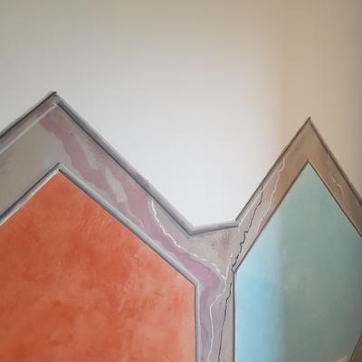 Stucco veneziano con cornice in finto marmo