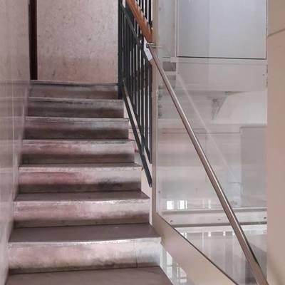 Installazione con taglio scale