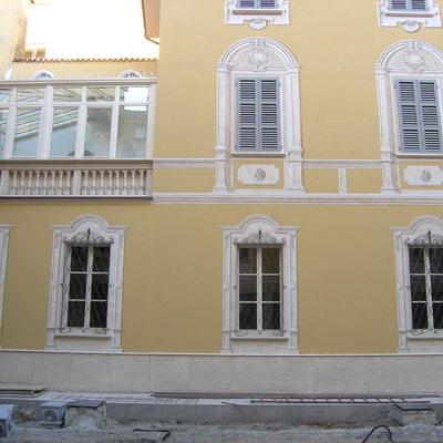 Tinteggiatura e decorazione di una grande facciata interna