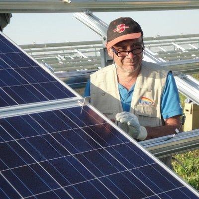 Anche il piu anziano in campo - centrale fotovoltaica