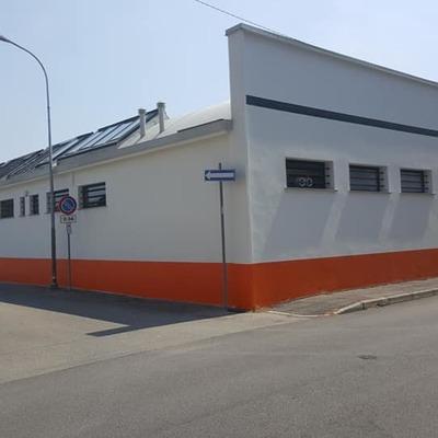 Tinteggiatura facciata azienda con finitura protettiva antigraffiti permanente