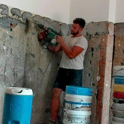 Smantellamento mattonelle pareti