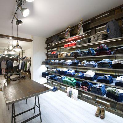 Allestimento negozio abbigliamento