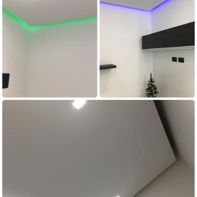 Soffitto distaccato dalla parete con illuminazione led indiretta