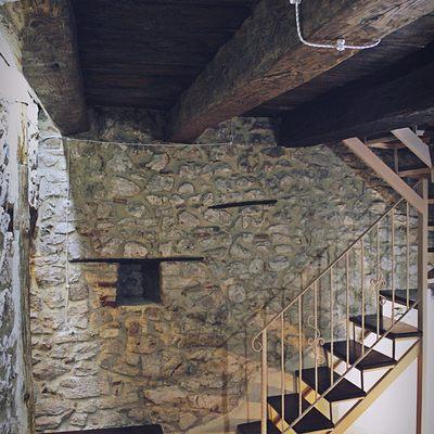 Vecchio solaio in legno completamente ristrutturato