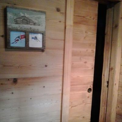 porte interne e rivestimento in legno rustico