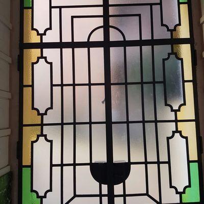 Ristrutturazione portone con vetri colorati