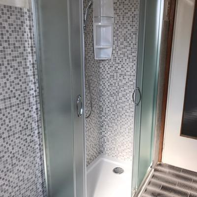 Trasformazione della vecchia vasca in una doccia angolarte