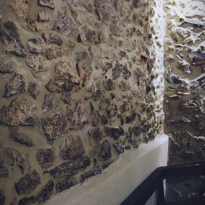 Ristrutturazione di una vecchia parete in pietra