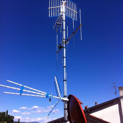 Antenna satellitare e per ricezione canali digitali