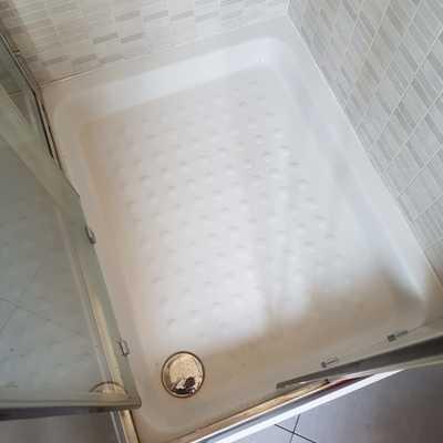 PARABIAGO 1  box doccia stato da pulire