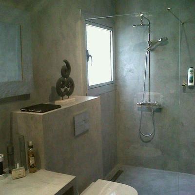 bagno con finiture in microcemento
