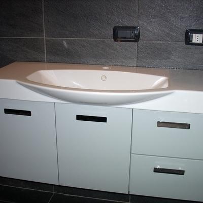 Bagno con lavabo consolle