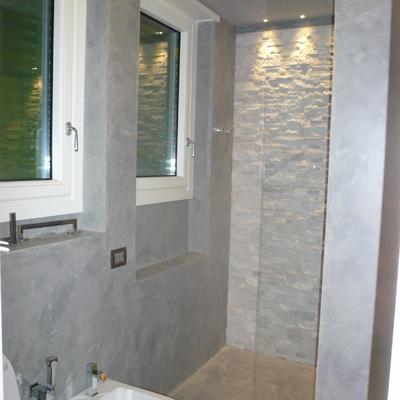 bagno doccia parete in pietra