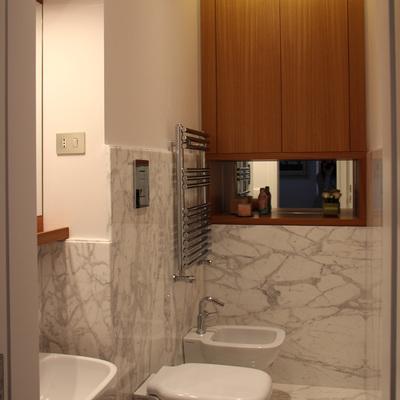 Bagno - marmo e legno