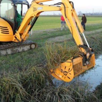 Pulizia canali di scolo acque piovane terreni agricoli