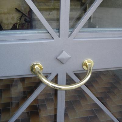 Cancello con vetro.-