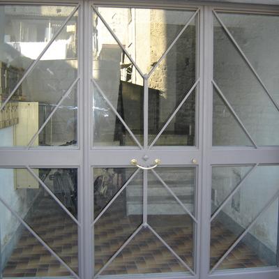 Cancello con vetro.