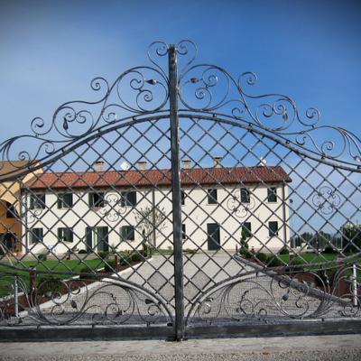 Cancello in ferro battuto per villa
