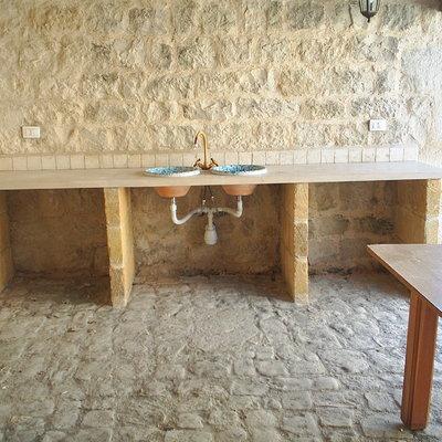 cucina in muratura rustica con pietra
