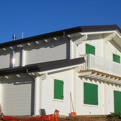 Casa in legno realizzata in tronchi  da 113mmx180mm Sistema Blockhouse