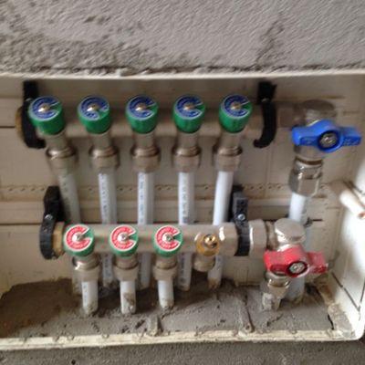 Impianto idrico a collettore infissi del bagno in bagno - Collettore idrico sanitario caleffi ...