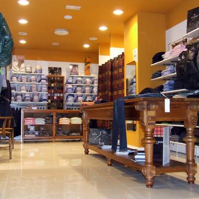 contropareti e controsoffitto in cartongesso,tinteggiatura negozio Savona