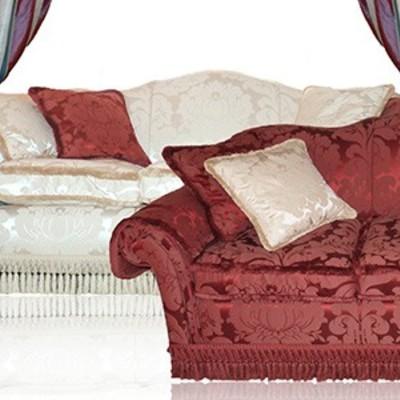 Coppia di divani con tenda