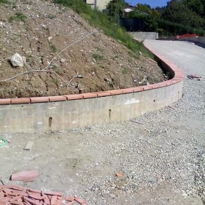 Costruzione di un muro in cemento armato