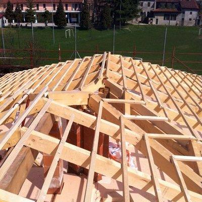 costruzione di un tetto a padiglione