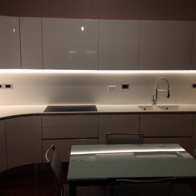 Cucina bianca laccata lucida