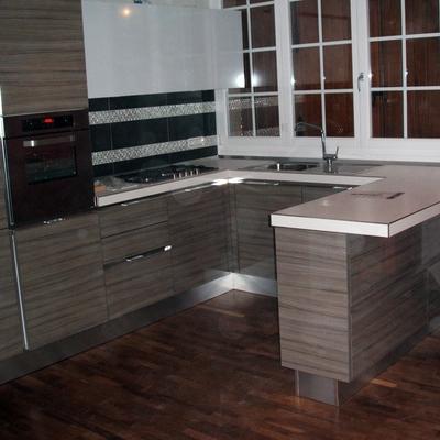cucina con pavimentazione in parquet