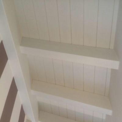 Cambio di colore soffitto in legno travi, travetti e perline