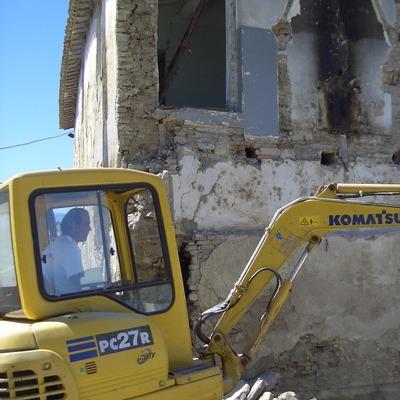 Demolizioni con mezzi meccanici