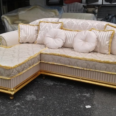 divano classico dorato