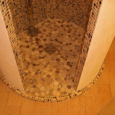 doccia tonda con piatto in opera
