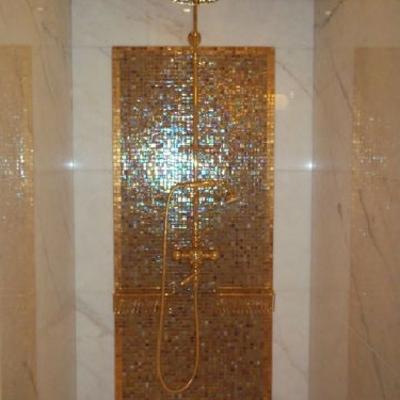doccia mosaico in oro